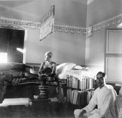 Narayana Iyer sitting with Bhagavan
