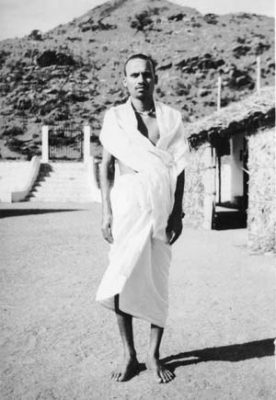 Annamalai Swami outside the ashram kitchen
