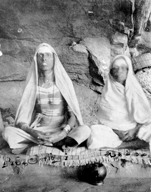 Chinnaswami and his mother sitting near Skandashram