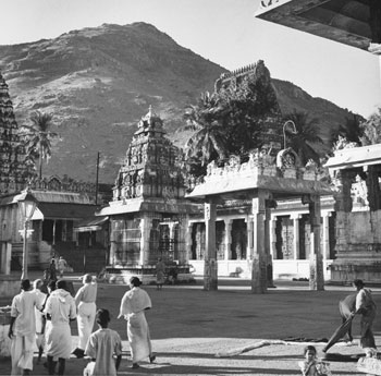 A courtyard of the Arunachaleswara Temple