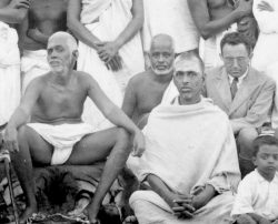 Maurice Frydman (right, in the suit) sitting with Bhagavan