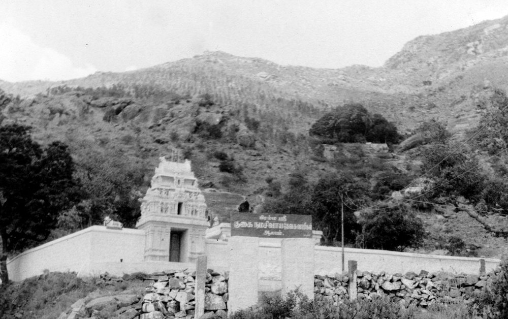 The Guhai Namasivaya Temple with Arunachala in the background. The dark clump of tree further up the slop on the right marks the location of Skandashram