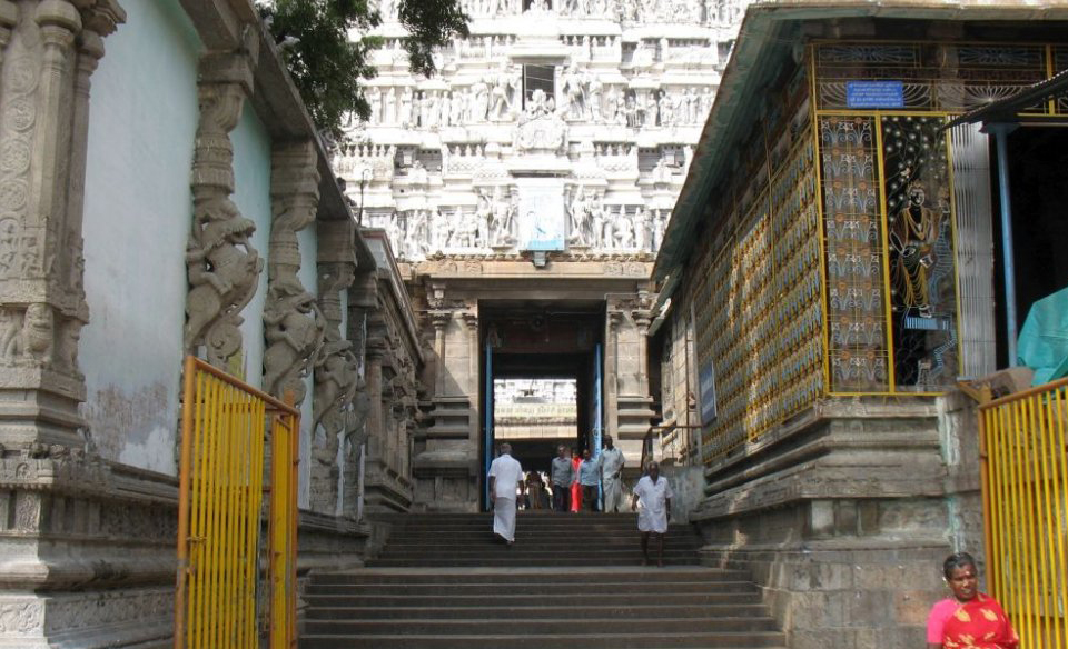 The entrance to the Vallalan Gopuram in the Arunachaleswara Temple