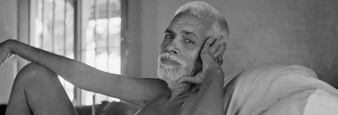 Ramana Maharshi hand on head