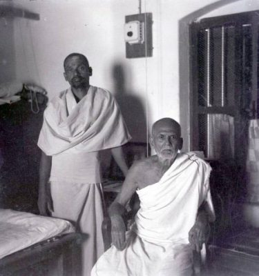 Sadhu Om (standing) with Muruganar