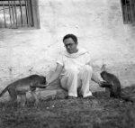 Maurice Frydman feeding monkeys at Ramanasramam in the mid-30s.