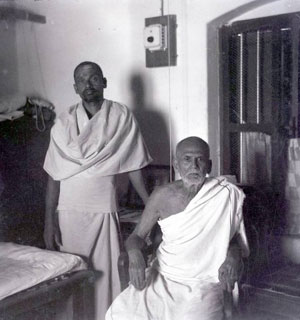 Sadhu Om (left) standing next to Muruganar