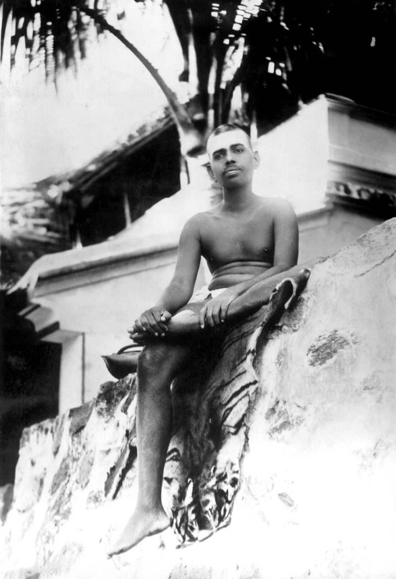 Bhagavan at Skandashram around 1916