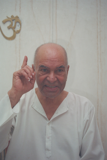 Papaji teaching in the early 90s